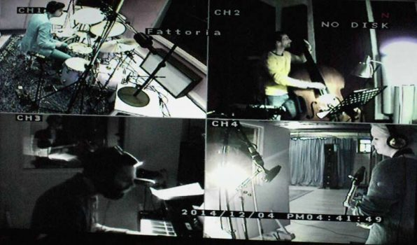 camera pictures during recording